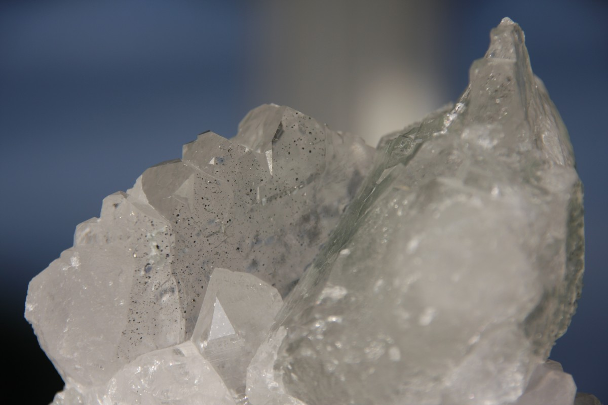 Krafvoller Kristall aus den Tiefen der Berge - dieses Gewindel stammt aus dem NEAT-Basistunnel
