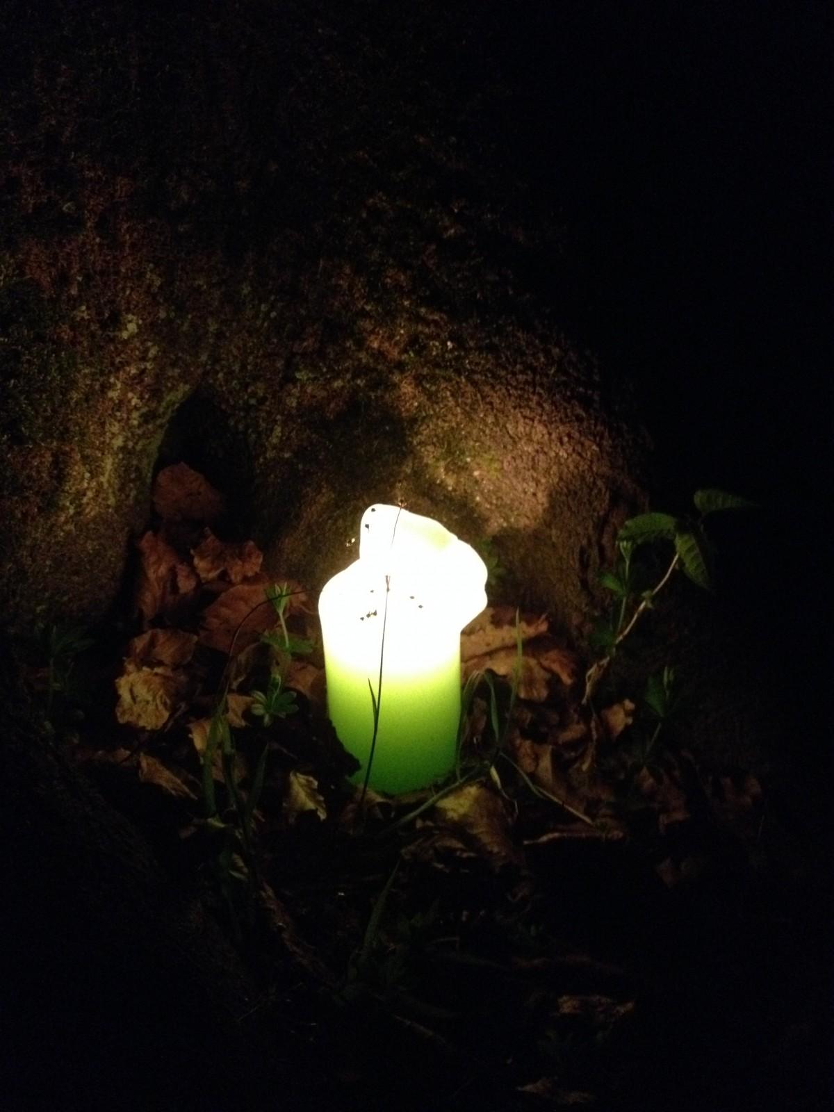 Sanftes Licht während eines Befreiungsrituals